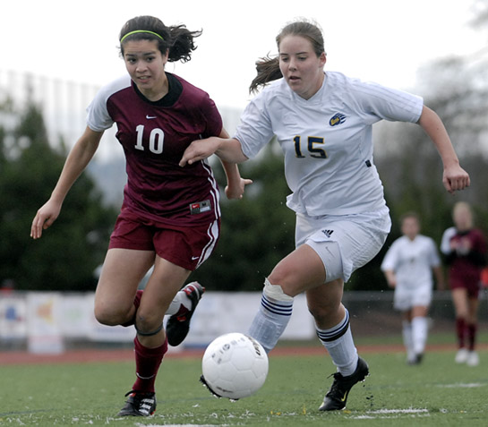 Amelia Salazar (left) of Sherwood and Kelsey Greene (right) of Bend battle for the ball as Salazar attempts to turn towards goal near the Bend endline.