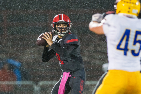 Oregon City quarterback Dequahn Dennis-Lee throws to wide receiver Teron Bradford in the final minute of the first quarter.