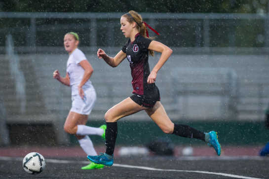 Glencoe midfielder Olivia Dendinger (10) dribbles the ball into the attacking third in the second half.